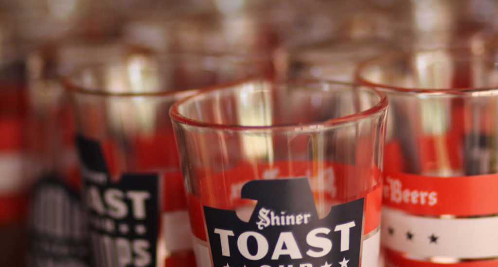 Beer-Chronicle-Houston-Craft-Beer-Review-Featured-Shiner-Brewery-5-toast-our-troops-glasses