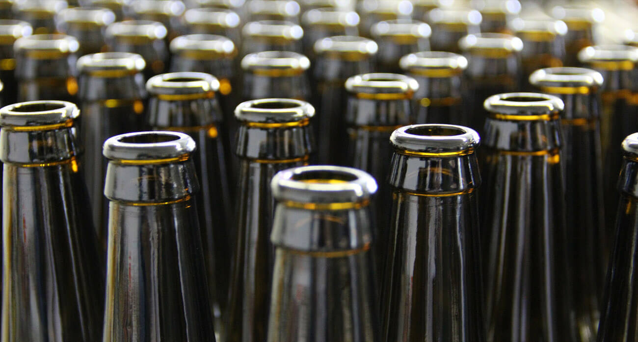 beer-chronicle-houston-craft-beer-review-what-is-skunked-beer-rows-of-brown-bottles-lined-up
