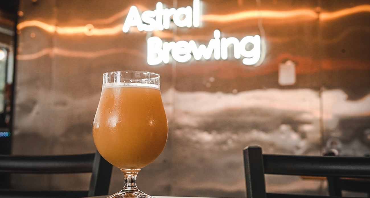 Beer-Chronicle-Houston-Astral-Nebulous-Pale-Ale-tap-room