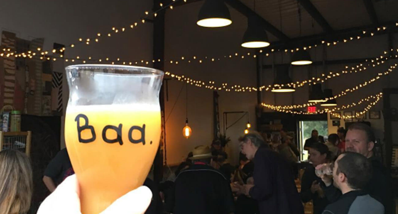 Beer-Chronicle-Houston-Beer-baa-baa-brewhouse-the-cow-jumped-over-the-moon-neipa_0002_lmited-glass