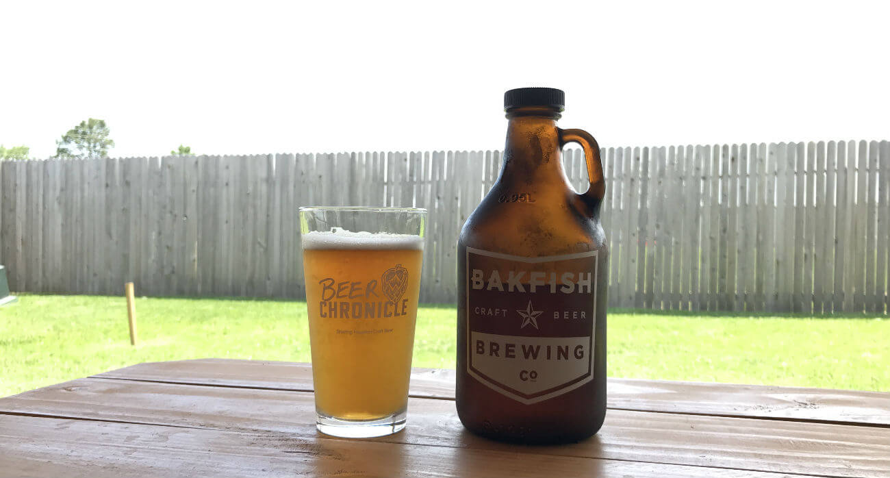 Beer-Chronicle-Houston-Craft-Beer-Review-BAKFISH-Circle-Hook-Beer-In-Pint-Glass-With-Growler