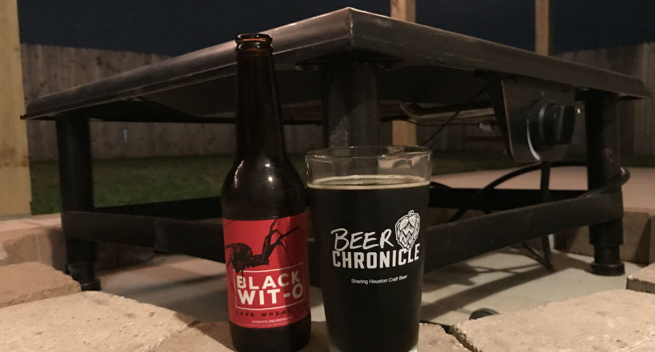 beer-chronicle-houston-craft-beer-review-black-wit-o-beer-on-outdoor-fireplace