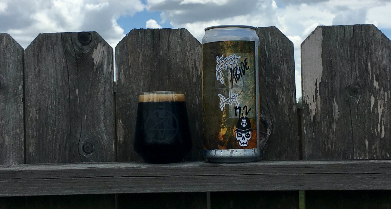 Beer-Chronicle-Houston-Craft-Beer-Review-Brash-Brewing-Abide-Full-Glass-Next-To-Crowler