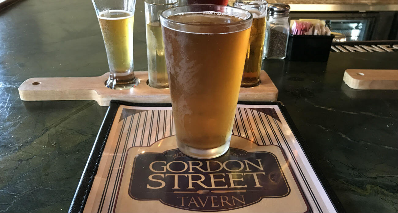 Beer-Chronicle-Houston-Craft-Beer-Review-GST-Hefeweizen-Beer-In-Pint-Glass-On-Menu