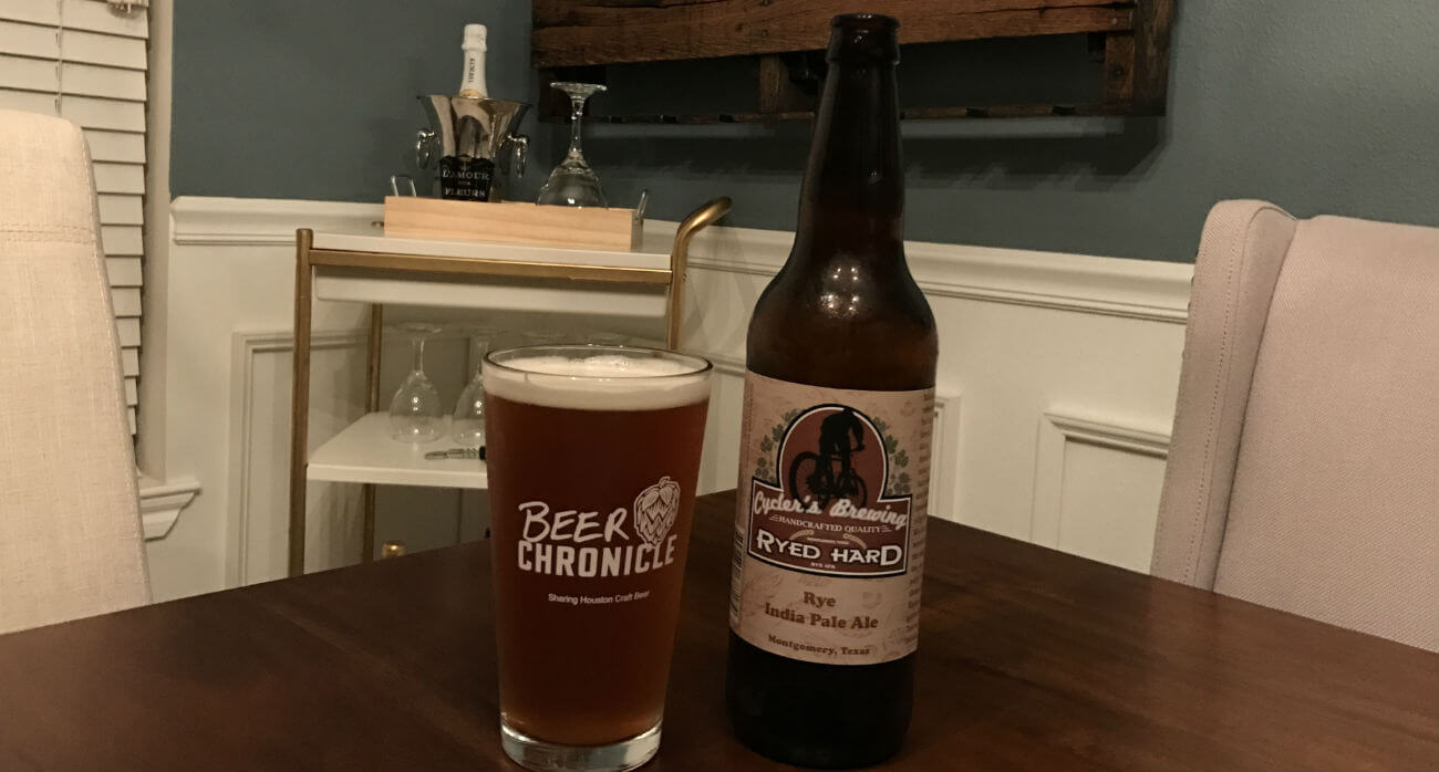 beer-chronicle-houston-craft-beer-review-ryed-hard-beer-in-pint-glass-next-to-bottle-on-wooden-table