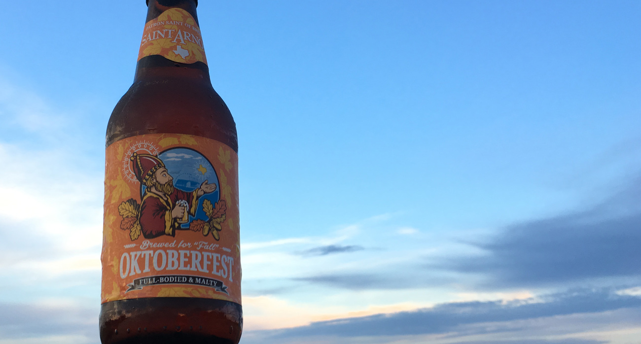 beer-chronicle-houston-craft-beer-review-saint-arnold-oktoberfest-with-sky-in-background