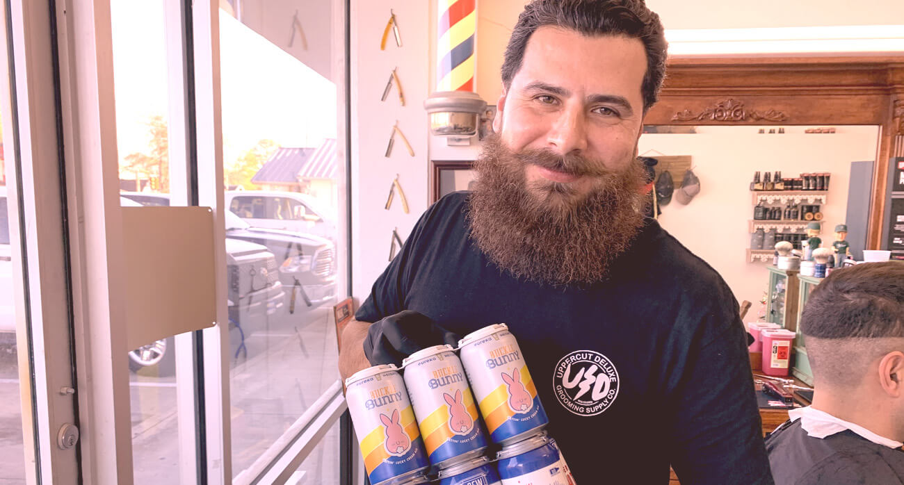 Beer-Chronicle-Houston-Jays-shave-parlor-heights-jay-with-beer
