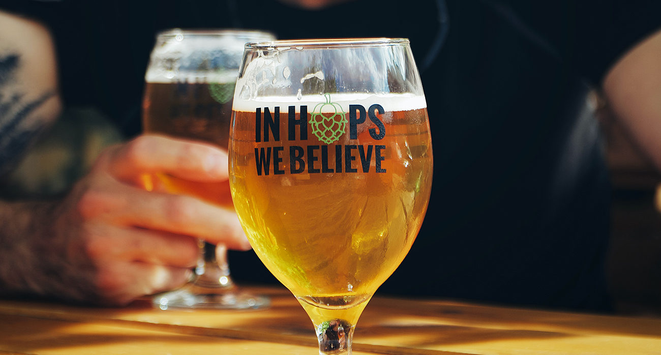 Beer-Chronicle-why-are-hops-so-sexy_0003_-IPA-Glass-ivan-aleksic-bE8Z4_9ROJA-unsplash