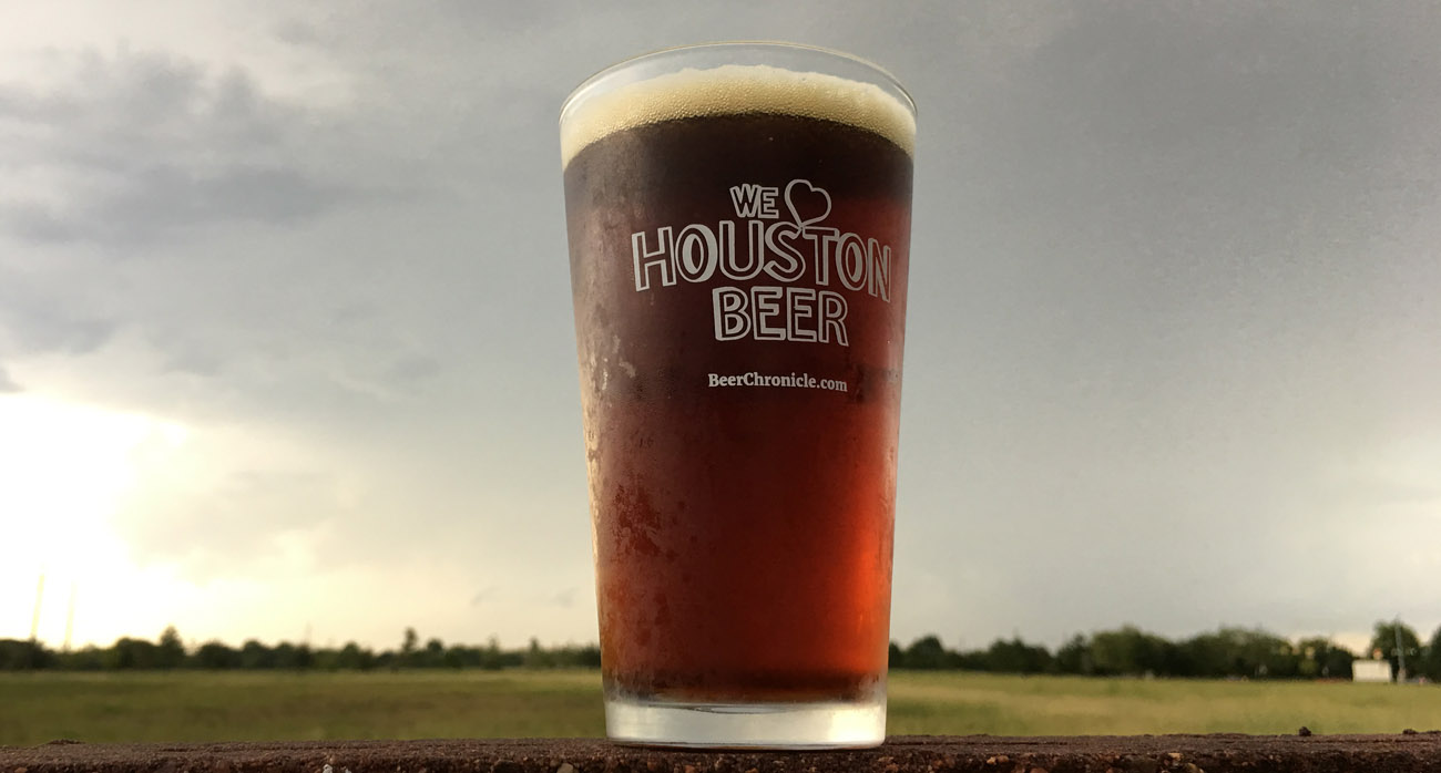 beer-chronicle-houston-beer-town-in-city-amber_0001_-we-love-houston-beer-pint-glass